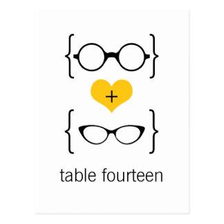 Postal Geeky amarilla del número de la tabla de