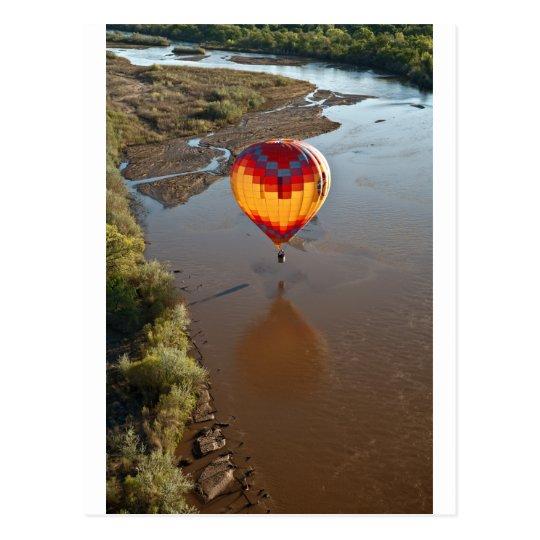 Postal Globo del aire caliente que toca el río Rio Grande
