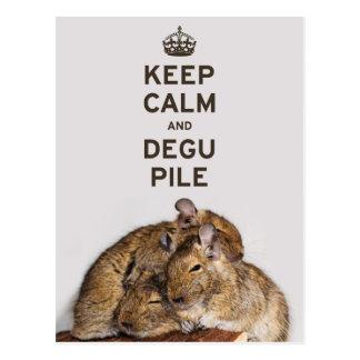 Postal Guarde la calma y la pila de Degu