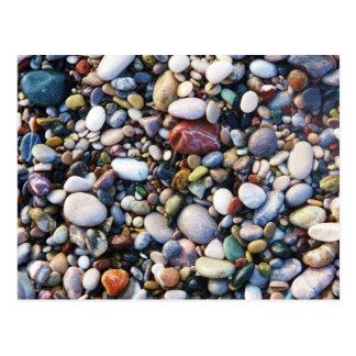 Postal Guijarros y piedras del mar en un cierre de la