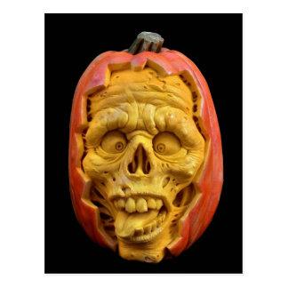 Postal Halloween esculpió la cara asustadiza de la