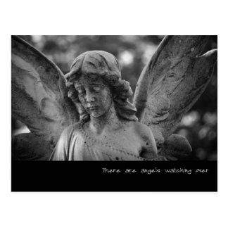 Postal Hay ángeles que miran encima