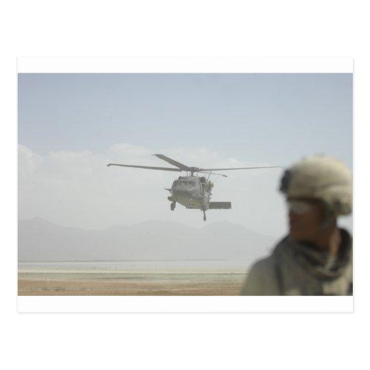 Postal Helicóptero que coge a las tropas