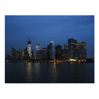 Postal Horizonte de la noche de New York City Manhattan