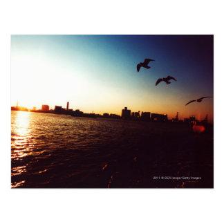 Postal Horizonte silueteado de la bahía de Tokio en la