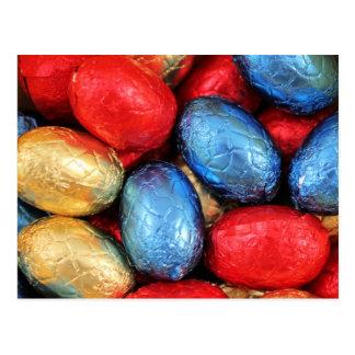 Postal Huevos de Pascua belgas rojos, de oro y azules del