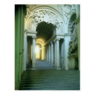 Postal Interior con la vista de la escalera