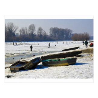 Postal invierno - el río Danubio en día escarchado