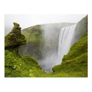 Postal Islandia. Zambullidas de la cascada de Skogarfoss