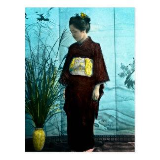 Postal Kimono coloreado mano japonesa joven del vintage