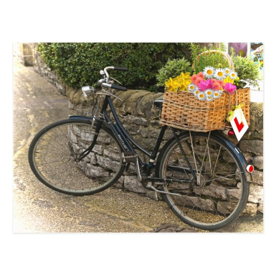 Postal La bicicleta del estilo del vintage florece la