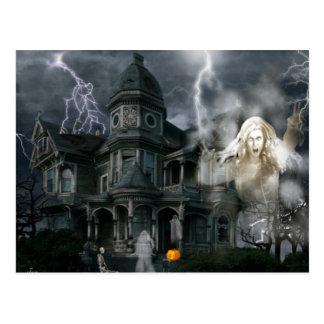 Postal La casa encantada de Halloween sale mientras que