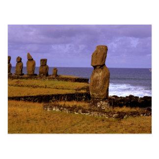 Postal La estatua de Moai de la plataforma de Tahai