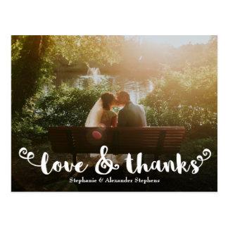 Postal La foto del boda del cepillo del amor y de las
