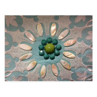Postal La gota diseñó verdes verdes olivas de la flor y