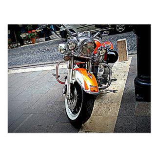 Postal La motocicleta anaranjada