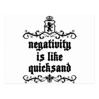 Postal La negatividad es como cita medieval de la arena