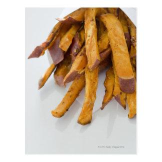 Postal La patata dulce fríe en la bolsa de papel, cierre