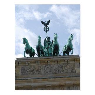 Postal La puerta de Berlín en el centro de ciudad -