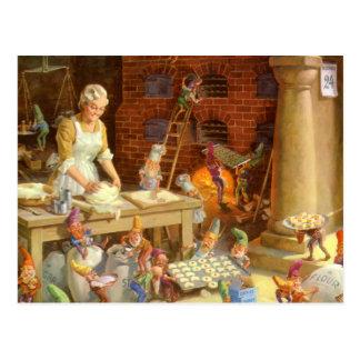 Postal La señora Claus y los duendes cuece las galletas