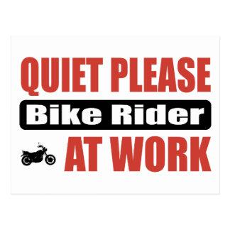 Postal La tranquilidad bike por favor al jinete en el