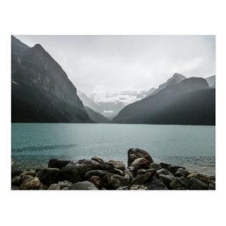 Postal Lake Louise en la lluvia