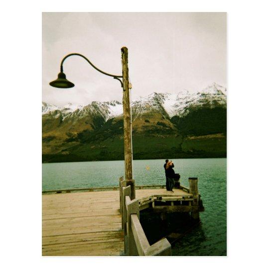 Postal Lamppost y montañas - Nueva Zelanda