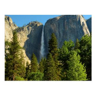 Postal Las cataratas de Yosemite superiores, río de