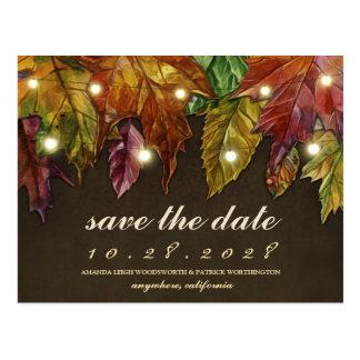 Postal Las hojas de otoño rústicas de la caída ahorran