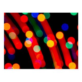 Postal Las luces de navidad de Bokeh con la luz arrastran