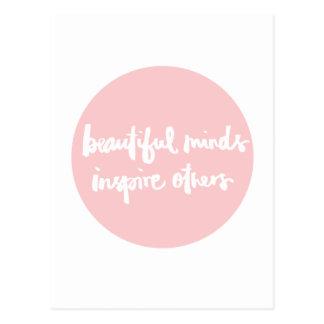 Postal Las mentes hermosas inspiran cita inspirada de la