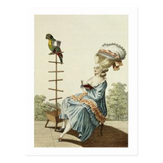 Postal Lectura de la mujer joven en un vestido del día