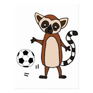 Postal Lemur divertido que juega el dibujo animado del