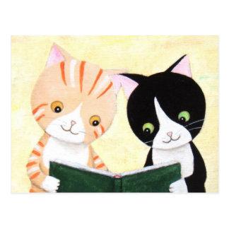 Postal linda de los libros de lectura de los gatos