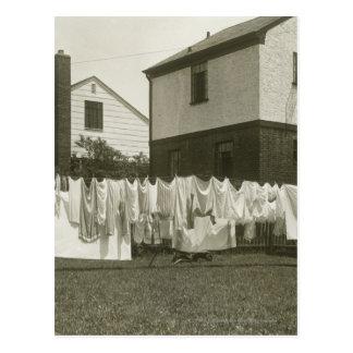 Postal Línea que se lava fuera de casas