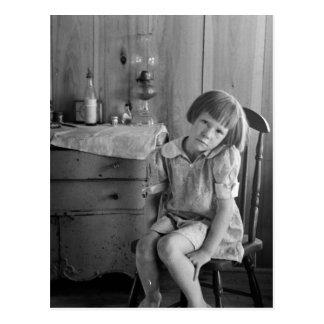 Postal Los años 30 del chica de la Gran Depresión