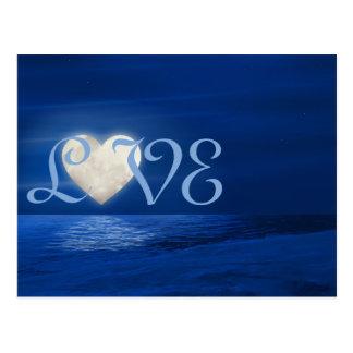 Postal Luna del corazón con invierno del AMOR de la playa