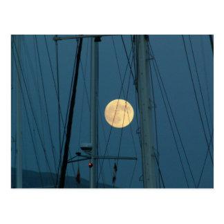 Postal Luna Llena sobre un puerto deportivo