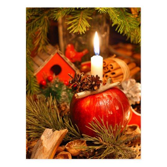 Postal Luz de una vela debajo del árbol de pino