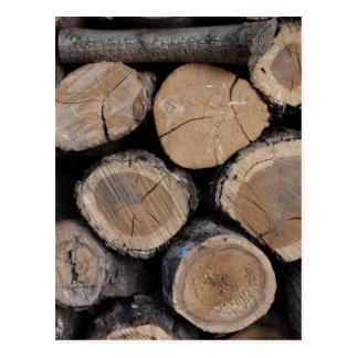 Postal madera en la leñera