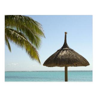 Postal Mauricio. Escena idílica de la playa con el