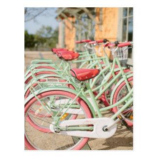 Postal Menta del vintage y bici rosada