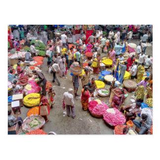 Postal Mercado indio colorido de la flor en Bangalore la