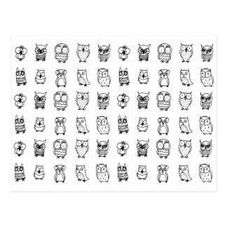 Postal modelo blanco y negro de los búhos del dibujo