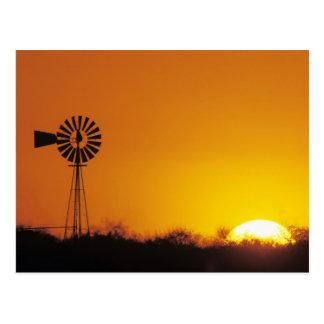 Postal Molino de viento en la puesta del sol, Sinton,
