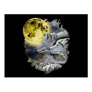 Postal Montaña de la luna del lobo de la fantasía