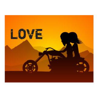 Postal Montañas del AMOR de los pares de la motocicleta