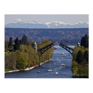 Postal Montañas del puente y de la cascada de Montlake