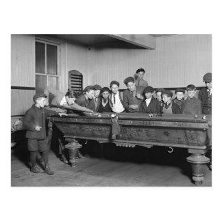 Postal Muchachos que tiran a Pool, 1909