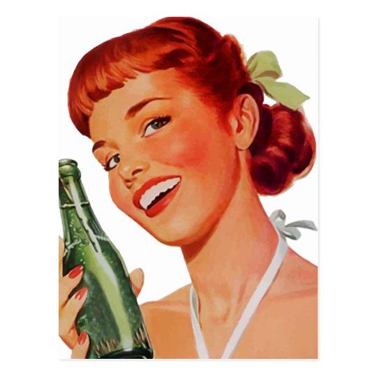 Postal Mujer joven retra linda con la botella de